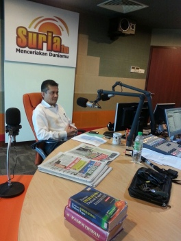 Eddie Razak during Suria FM radio interview
