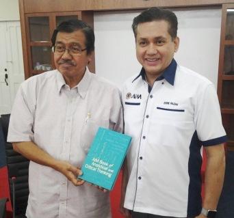Eddie Razak visit to Tan Sri Dato Seri Paduka Dr Hj Shafie Hj Mohd Salleh, Ketua Pengakap Negara
