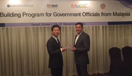 Eddie Razak with DG of OECD Korea Policy Centre - Nov 2015