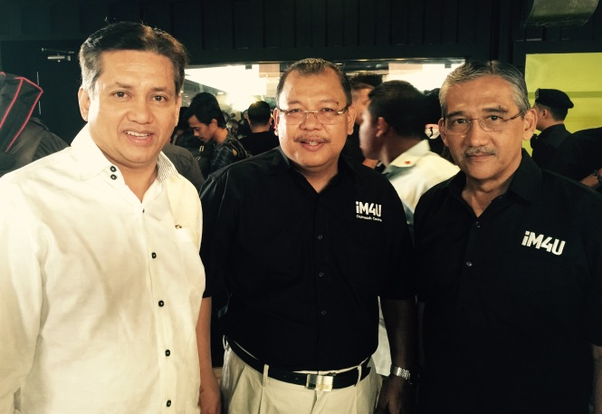 Eddie Razak with Prof Datuk Dr Noor Azlan Ghazali VC UKM and Lt Gen Datuk Dr William Stevenson