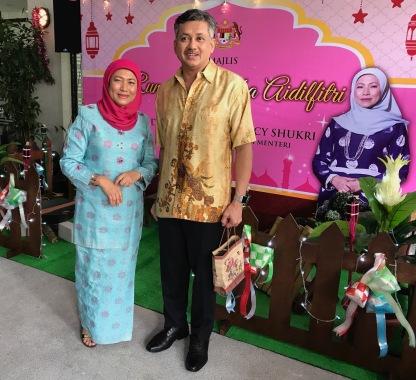 Eddie Razak with YB Datuk Seri Hajjah Nancy Shukri celebrating Aidilfitri 2017