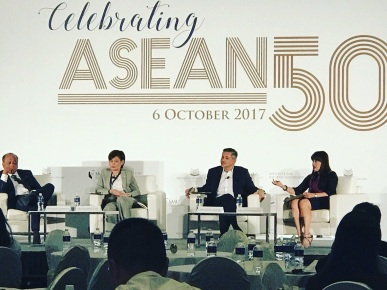 Eddie Razak speaking at Societal Leadership Summit on ASEAN 50 on 6 Nov 2017
